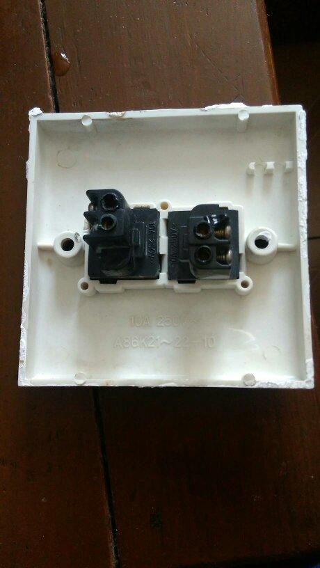 电工接线,双开3孔4根线怎么接?