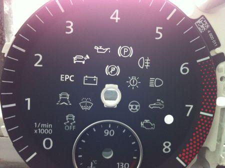 帕萨特仪表盘上有个半圆的红色指示灯 ,和亮度调节那灯模样差不多.图片