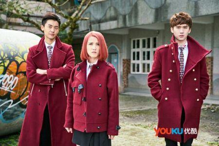 终极一班4那3件红衣服是什么牌子图片