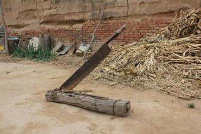 你先买需要把铡刀,根据最好的尺寸来做木座,美女找个好点的铡刀做,一原木中国c罗图片