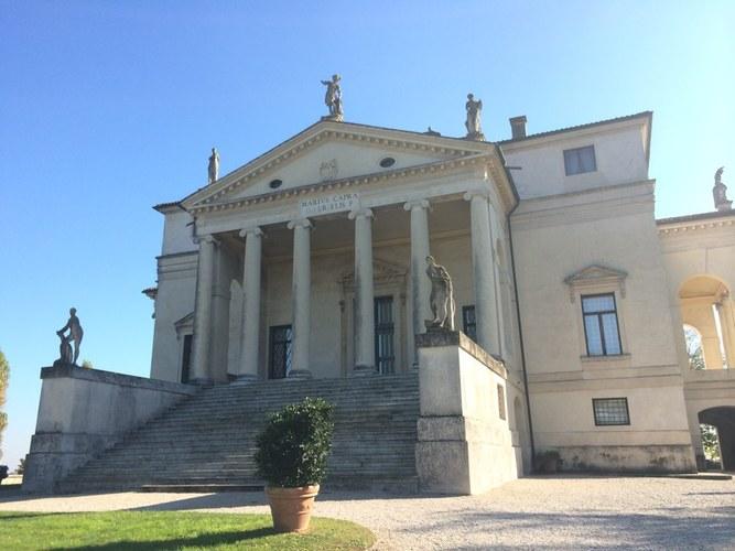 la rotonda 圆厅别墅 非常严谨庄严的建筑.