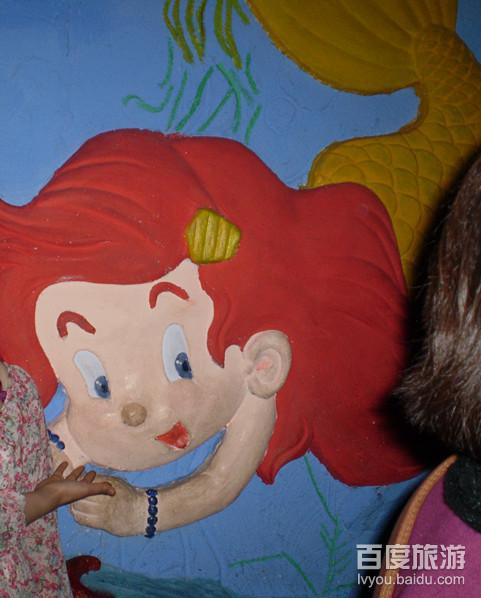 很可爱的墙画,一个童话般的海洋世界,不知可爱的美人鱼是否找到了她的