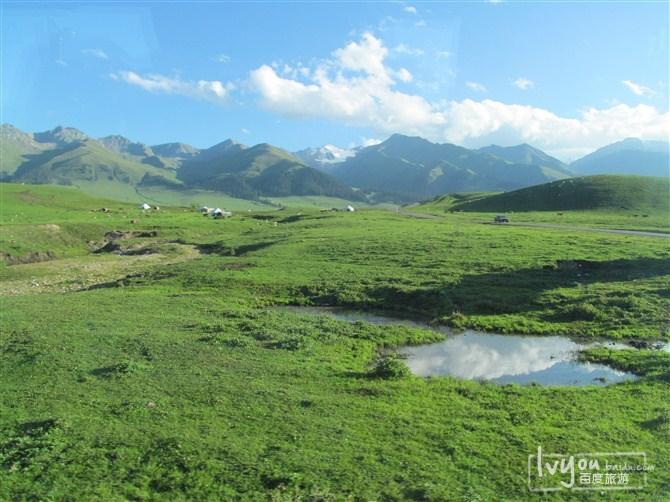 伊犁河谷风景图片