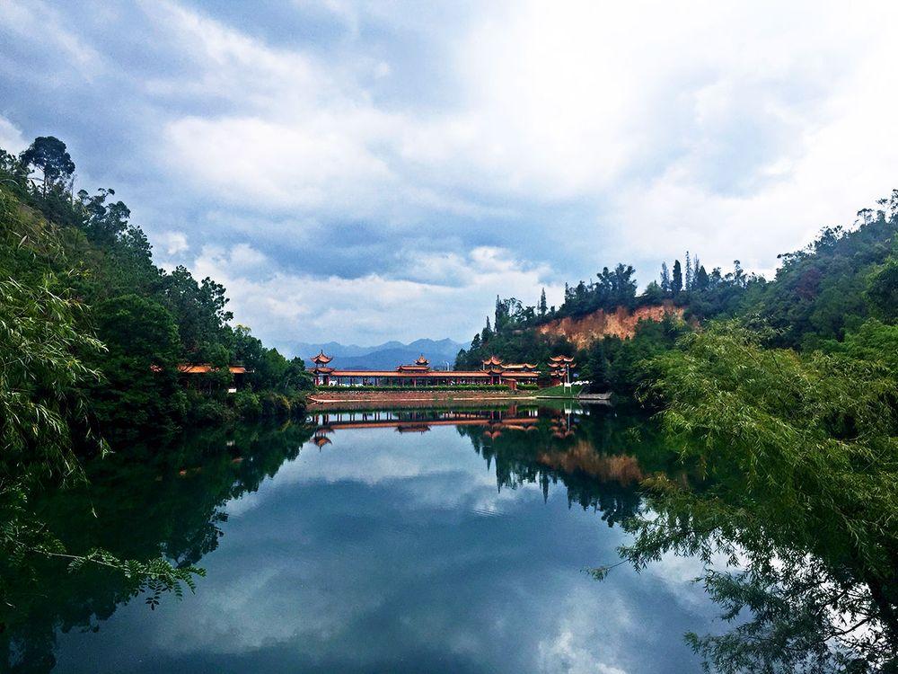 水天一色(龙泉国家森林公园)图片