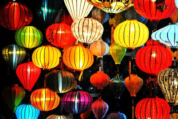 会安的特产,手工制作的灯笼,五颜六色.图片
