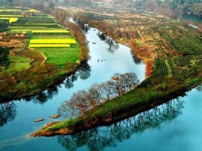 展开全部         月亮湾风景区位于离泾县县城18公里处的蔡村镇