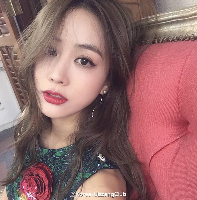 请问谁知道这个韩国模特的名字或者ins?谢谢!