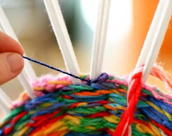 怎样利用废旧毛线编织坐垫--视频