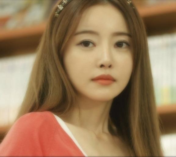 求大神帮忙说说这个韩国电影(情事2014)(我们的情事)女主角叫什么名字
