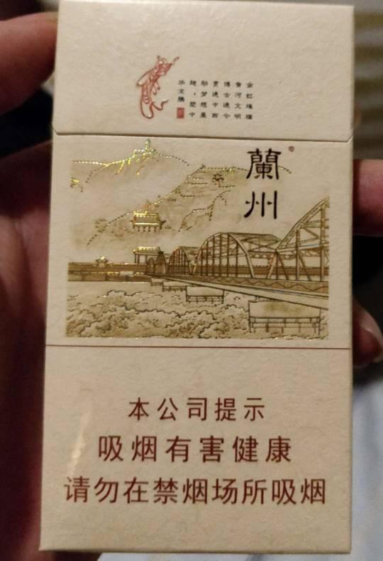 重庆哪里可以买到外国烟:在重庆市渝中区要买外国烟,比如七星!