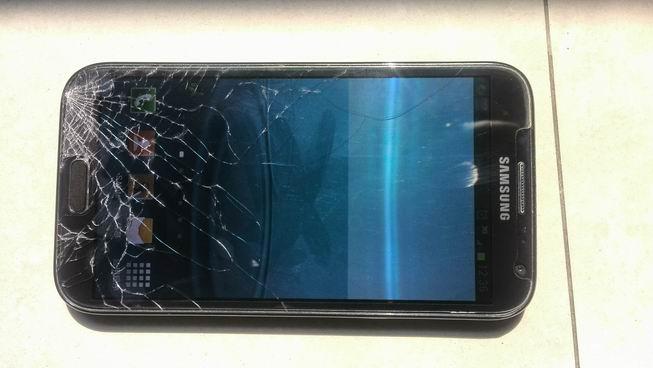 三星手机触屏不灵敏_三星手机触摸屏碎了,换一个大概要多少钱啊