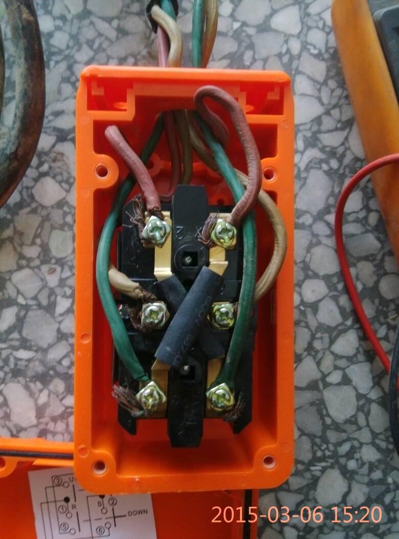 三相按钮开关接线方法 跟三相倒顺开关接线方法难道不