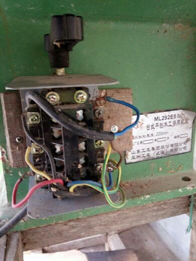 单向电机和倒顺开关接线图 只有一个启动电容老式开关