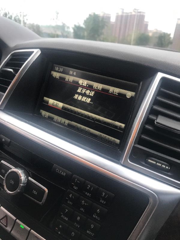 奔驰ml400怎么连接蓝牙 屏幕不能按啊 怎么连上