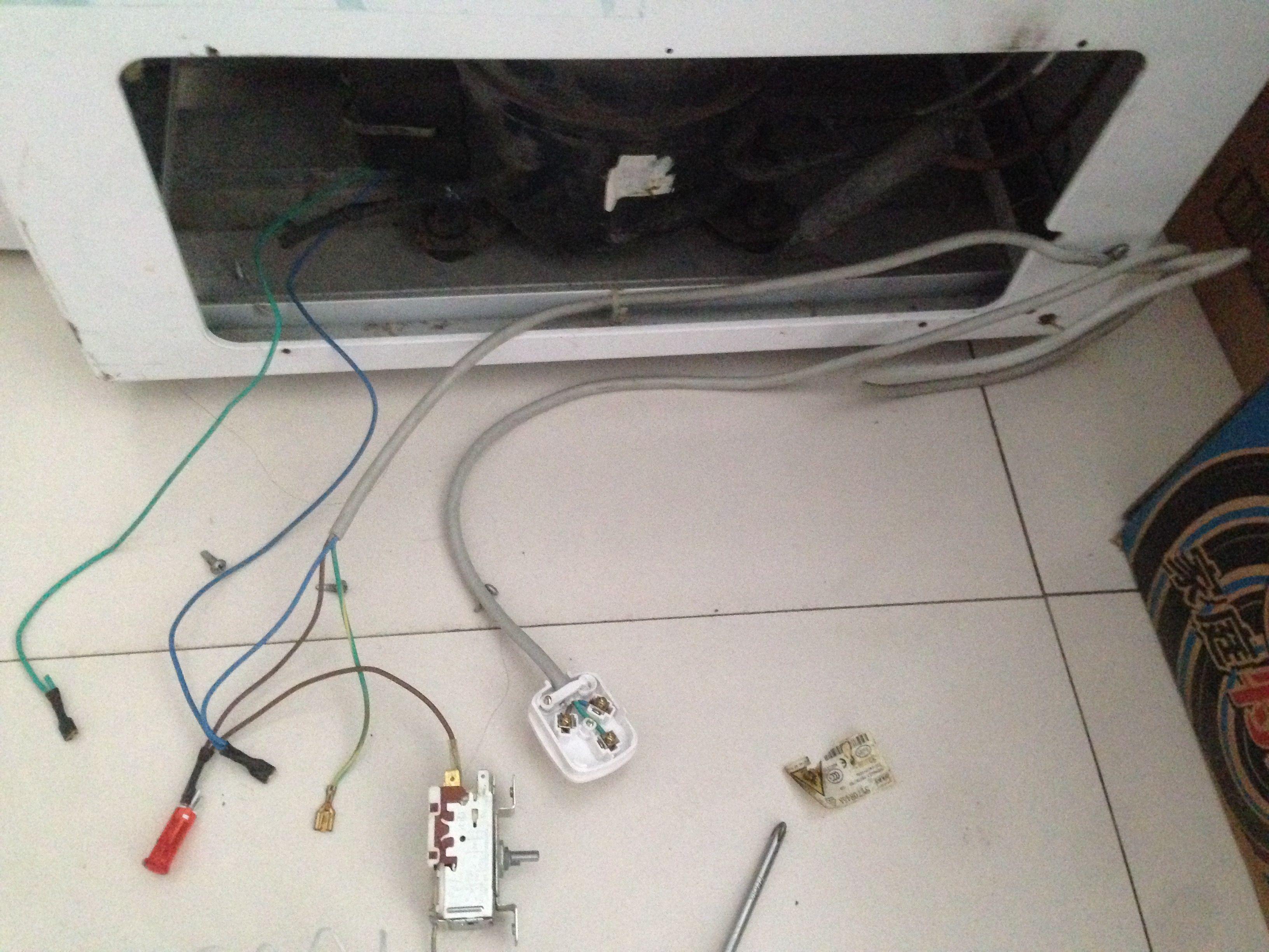 小冰柜温控器怎么接线 温控上面有标643