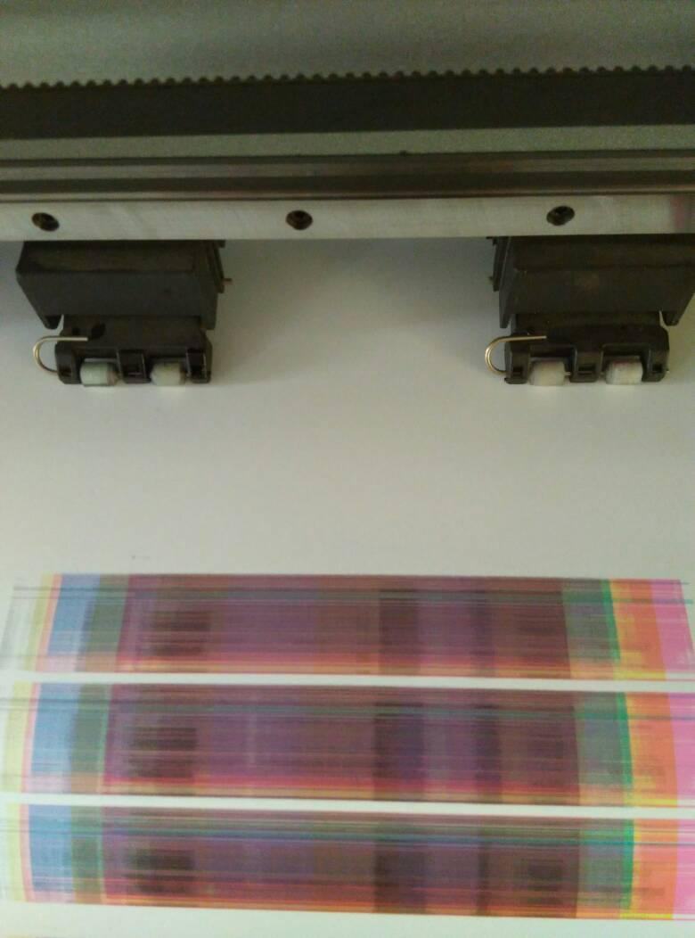 爱发写真机1800打印测试出现错误应该是色块这个是一大长条请问有知道