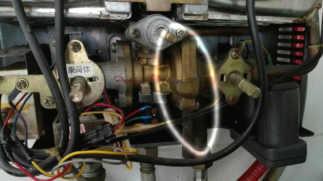家康燃气热水器开一个水龙头经常打不着火,开两个头比较好点火,把淋浴图片