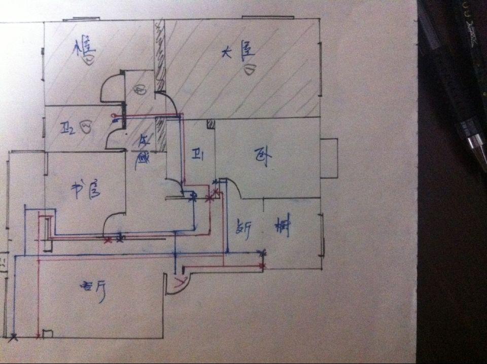 如图,红色的进水管线路,兰色的是回水管线路,*表示暖气包进回水阀门图片