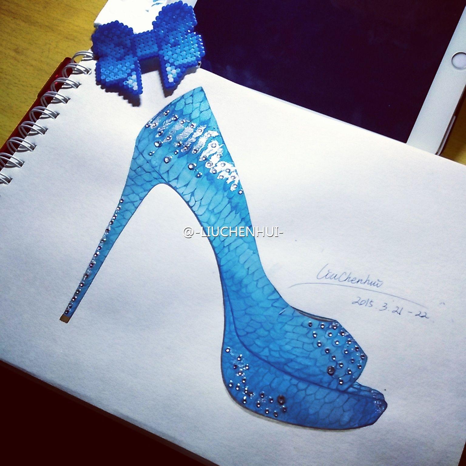 高跟鞋手绘图片铅笔