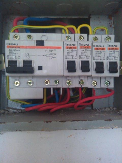 配电箱接线图求指教这漏电保护器上的零线接法是对的吗?