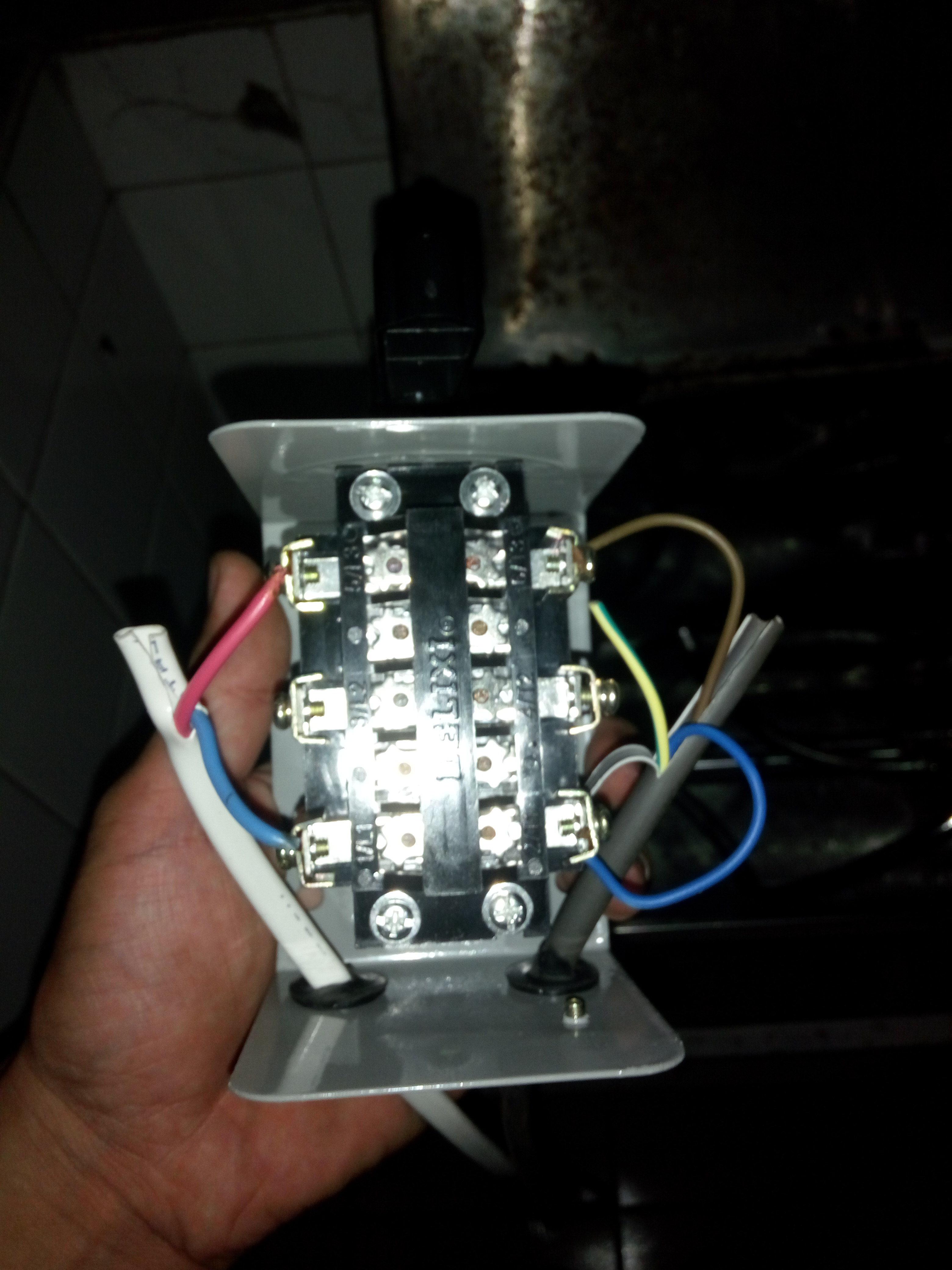 220倒顺开关怎么接线,电机出来是三根线 和面机上面用