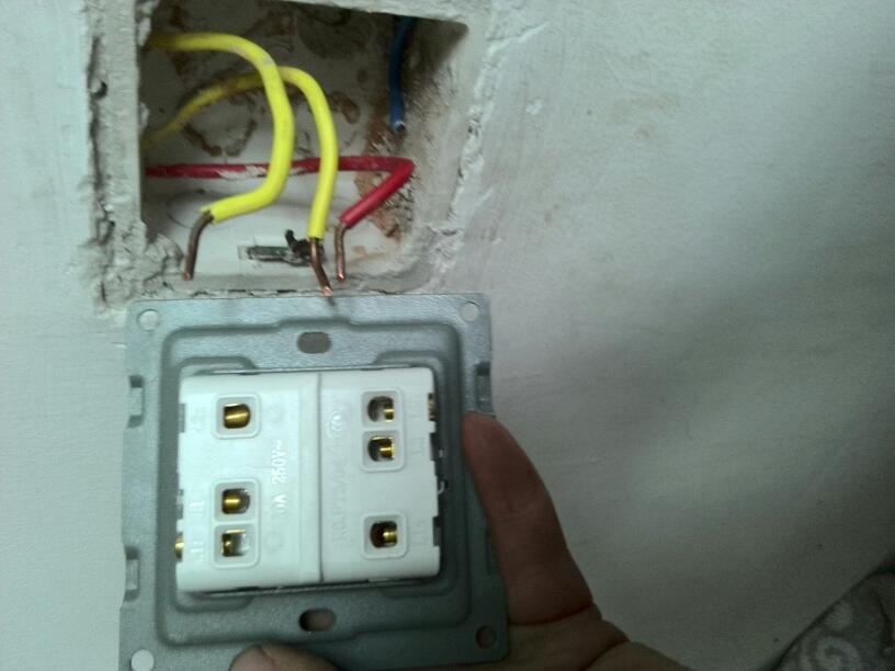 双极开关接两个灯接法