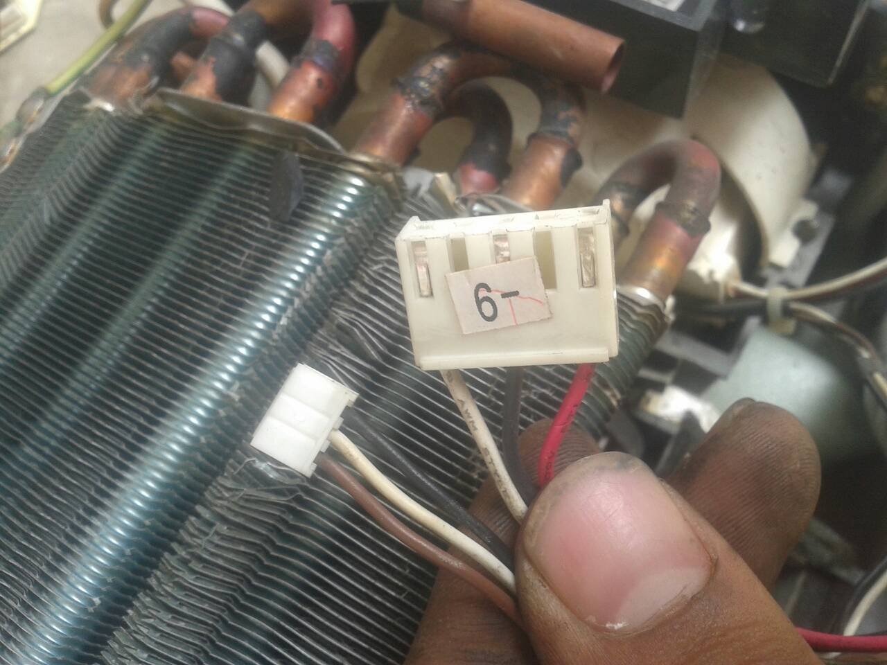 空调电路板内机风扇上有六根线怎么接啊?