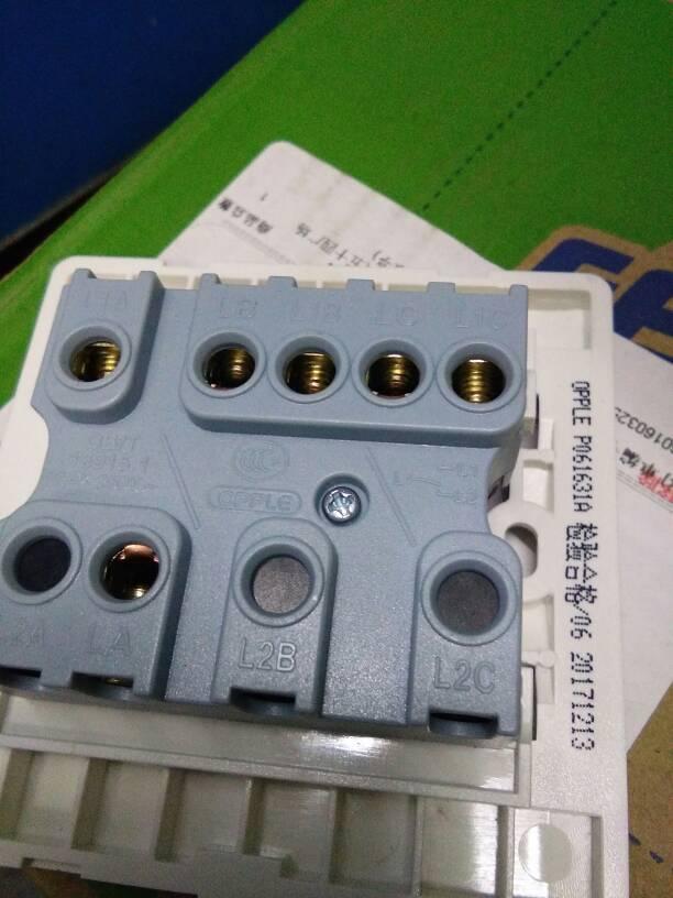 86型欧普p061631a三开单控开关实物接线图怎么接?