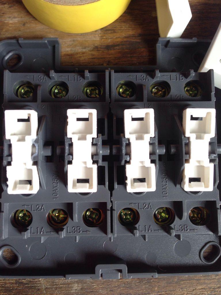 接入的火线零线从哪里接入(开关控制灯,暂时不需要接