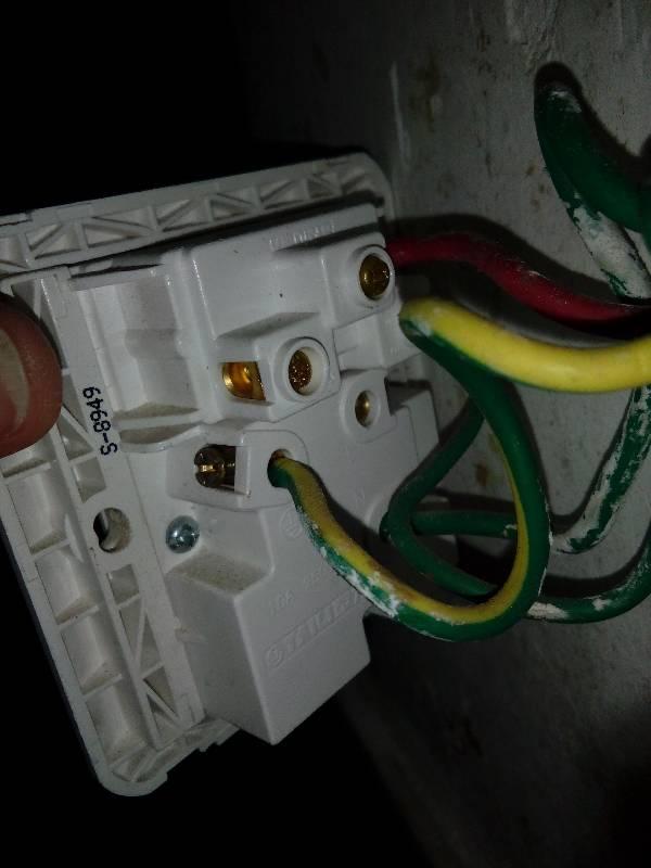 墙壁电插板怎么接线