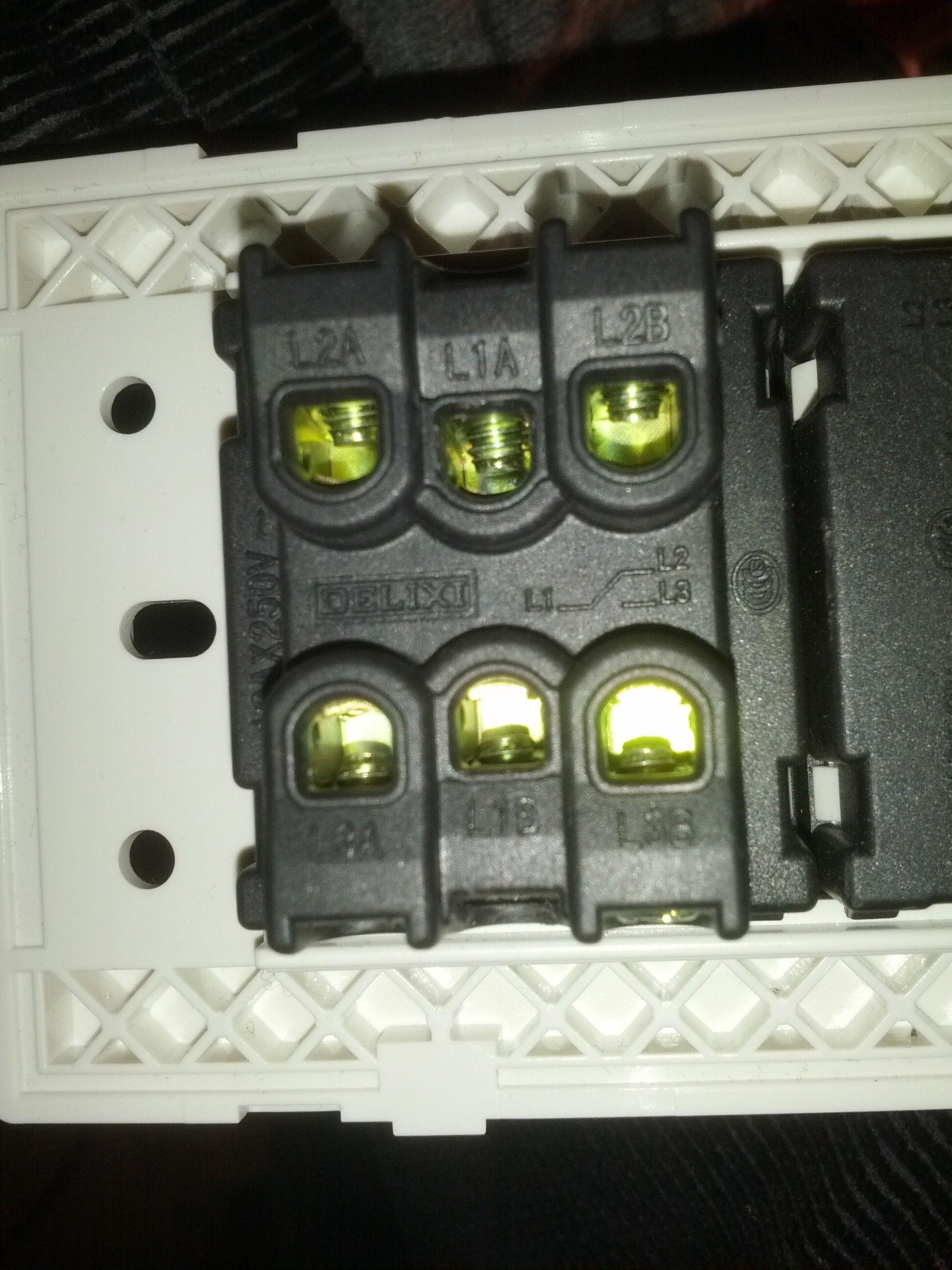双控双开开关怎么接线成单控双开 开关如图