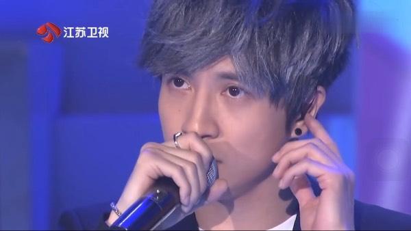 我想知道节目看见你的声音 薛之谦头发的颜色 下面是图片图片