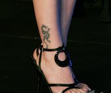 小s腿上的纹身图片