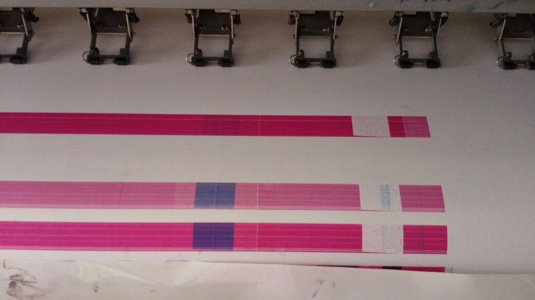 6色压电写真机新换喷头打印喷头测试是下面如图那样,请问是什么原因?