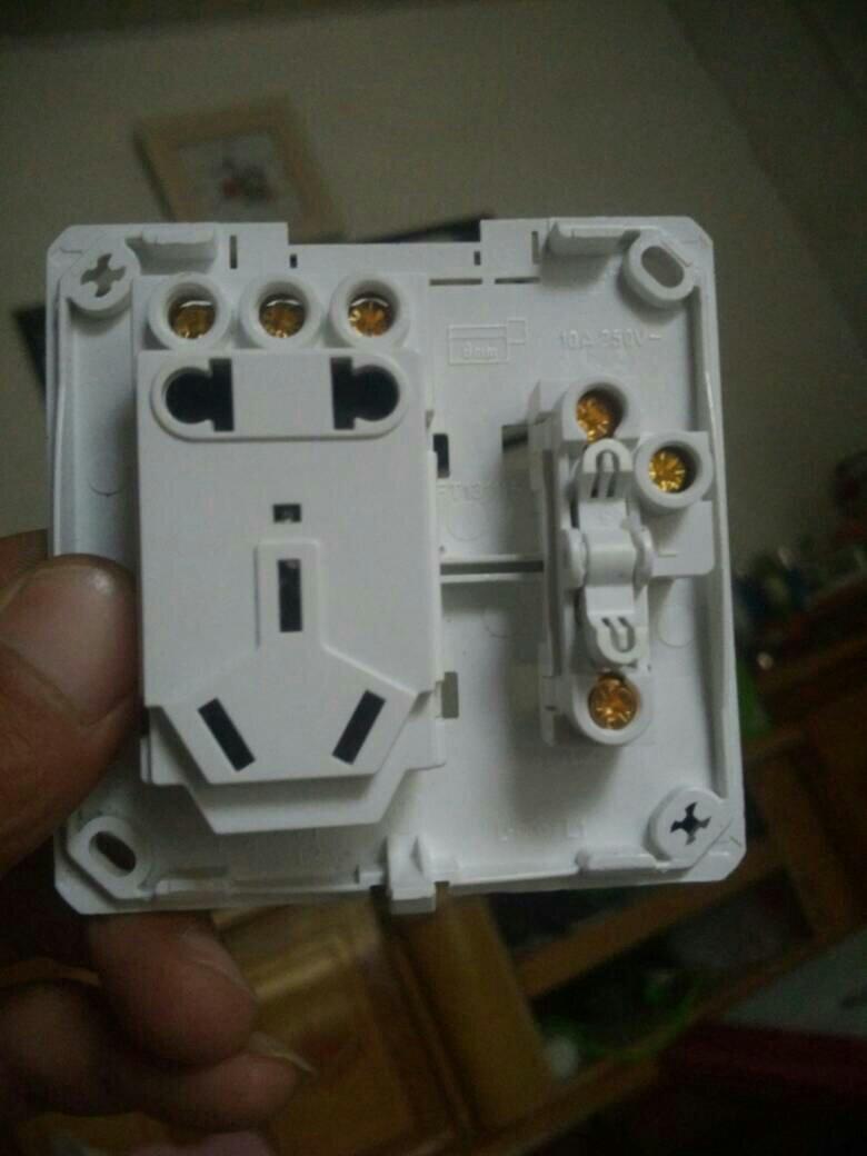 奔威牌一开五口插座接线示意图