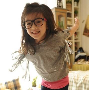这位超可爱的小女孩模特叫什么?