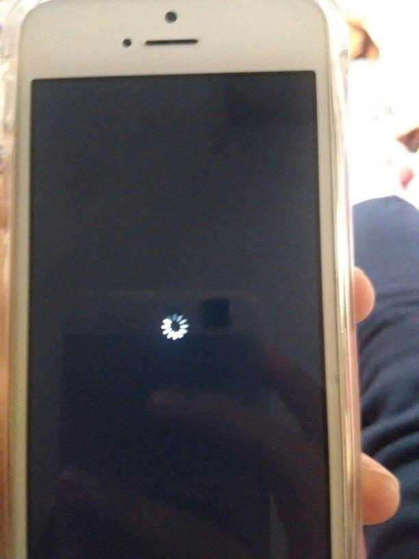 手机小米一解屏就在手写,黑屏中间一个小苹果一直在加载,然后又怎么弄加载圆圈手机软件图片