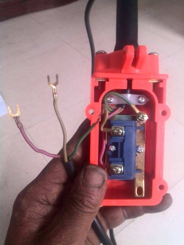 这样的单相电机怎样接三根线的上下(倒顺)开关?