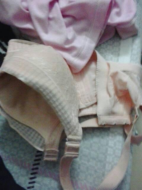 我和婶婶做屄_这是我婶婶的罩罩 我每天拿她来闻和添 用手捏 怎样.