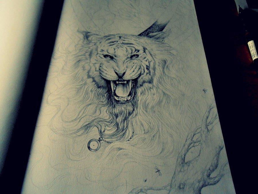 在一件衬衫上手绘的图片.有是一只鹰头的.也有是一只狼头的.