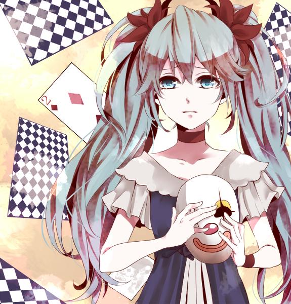 求图片,上面有个动漫女生拿着扑克牌,颜色一边彩色一边灰,长得有点像