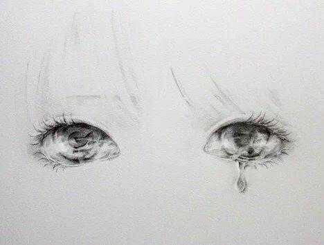 是一只流泪的眼,泪水像两滴一样不过是连着的,求图片