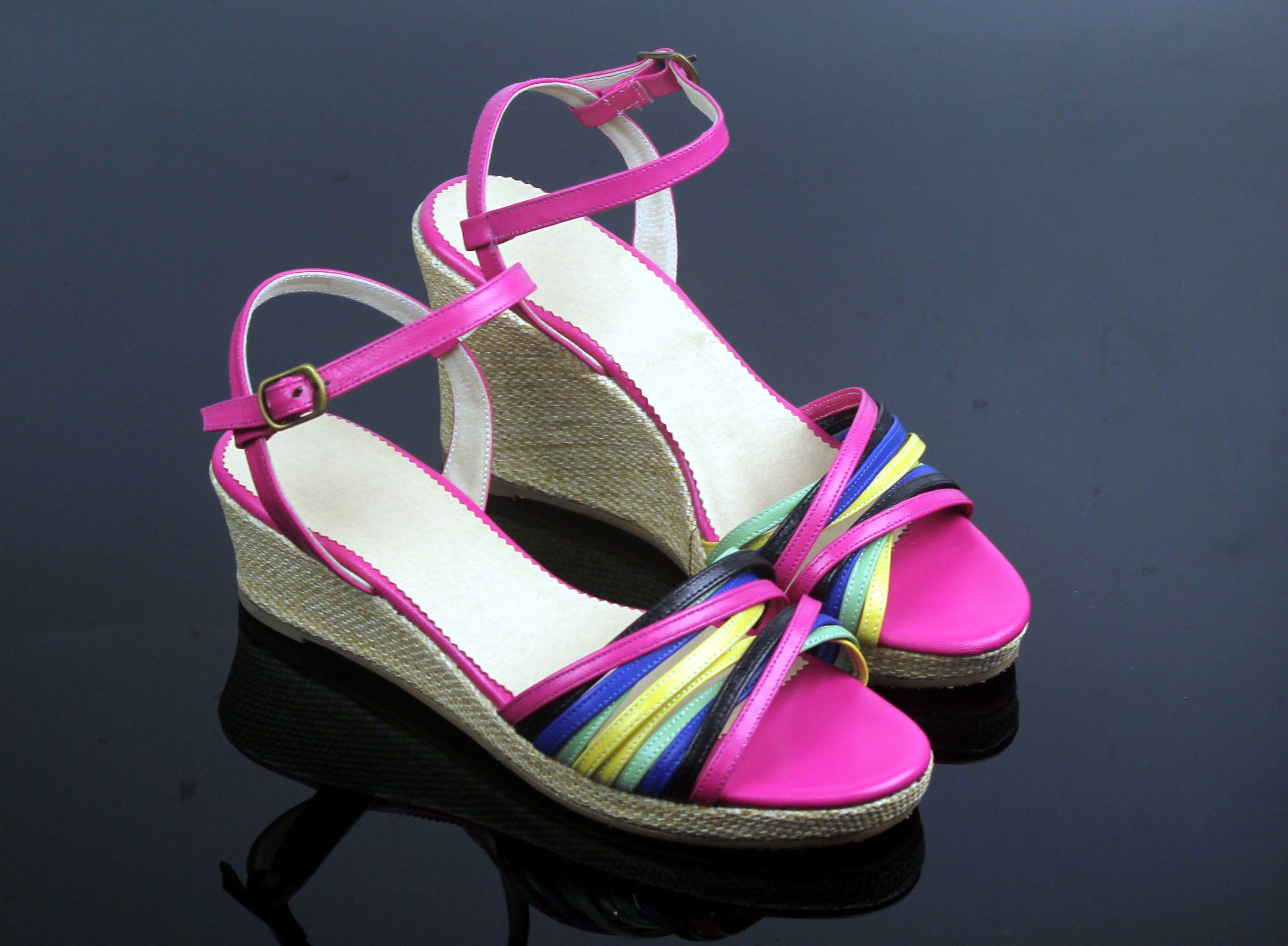 您好  多大码   相差多高呢? 这个就是高低脚的女凉鞋图片