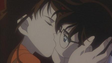 谁有《名侦探柯南》剧场版2里面小兰与柯南在水下接吻