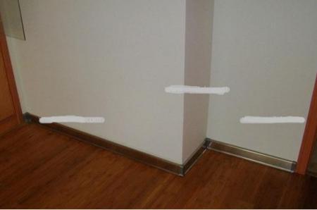 客厅踢脚线材质-玻璃