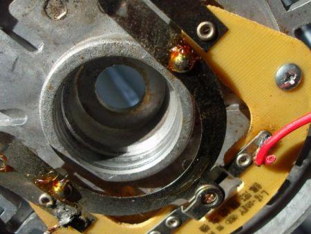 单相电机的离心开关在电机的什么地方