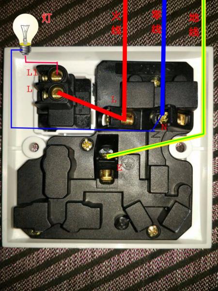 这上八孔一开(单控)插座,下述接线开关当电灯开关用.