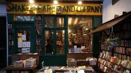为什么书店越来越像会所、咖啡厅?的头图