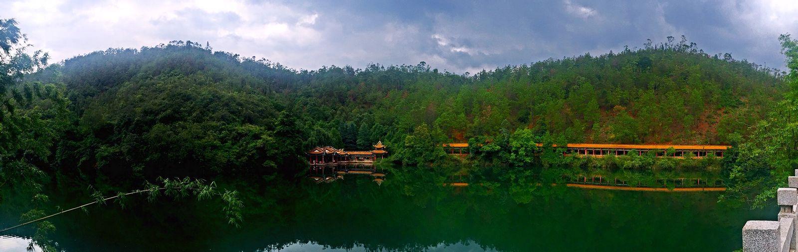绿水全景(龙泉国家森林公园)图片