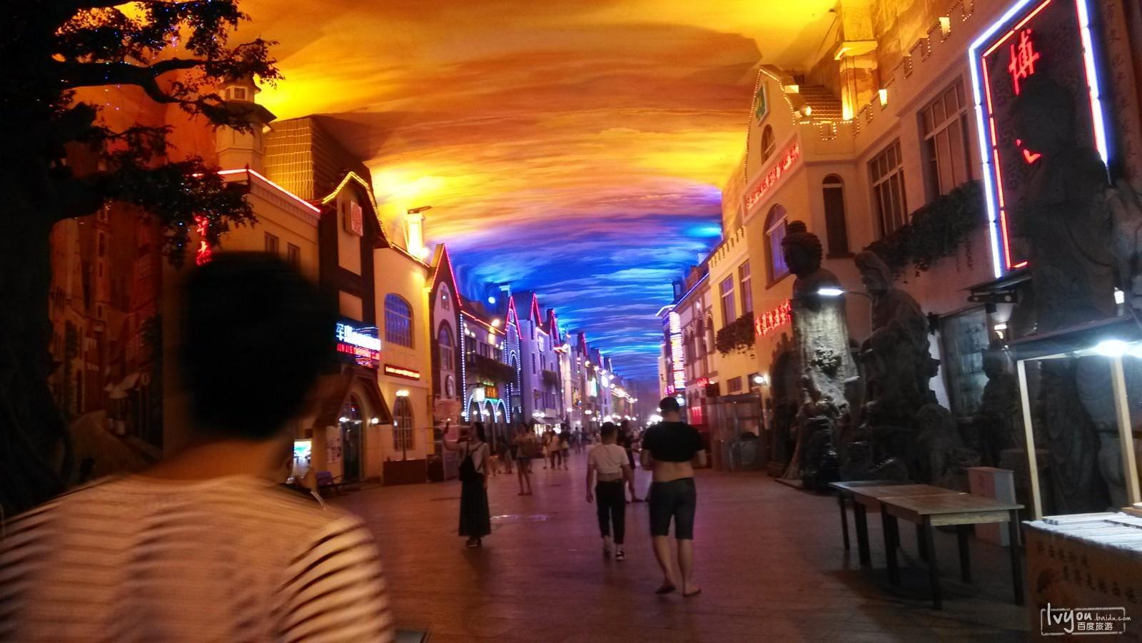 青岛街道傍晚图片